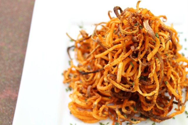 Spicy-Spiralized-Sweet-Potato-Fries-6-1024x681